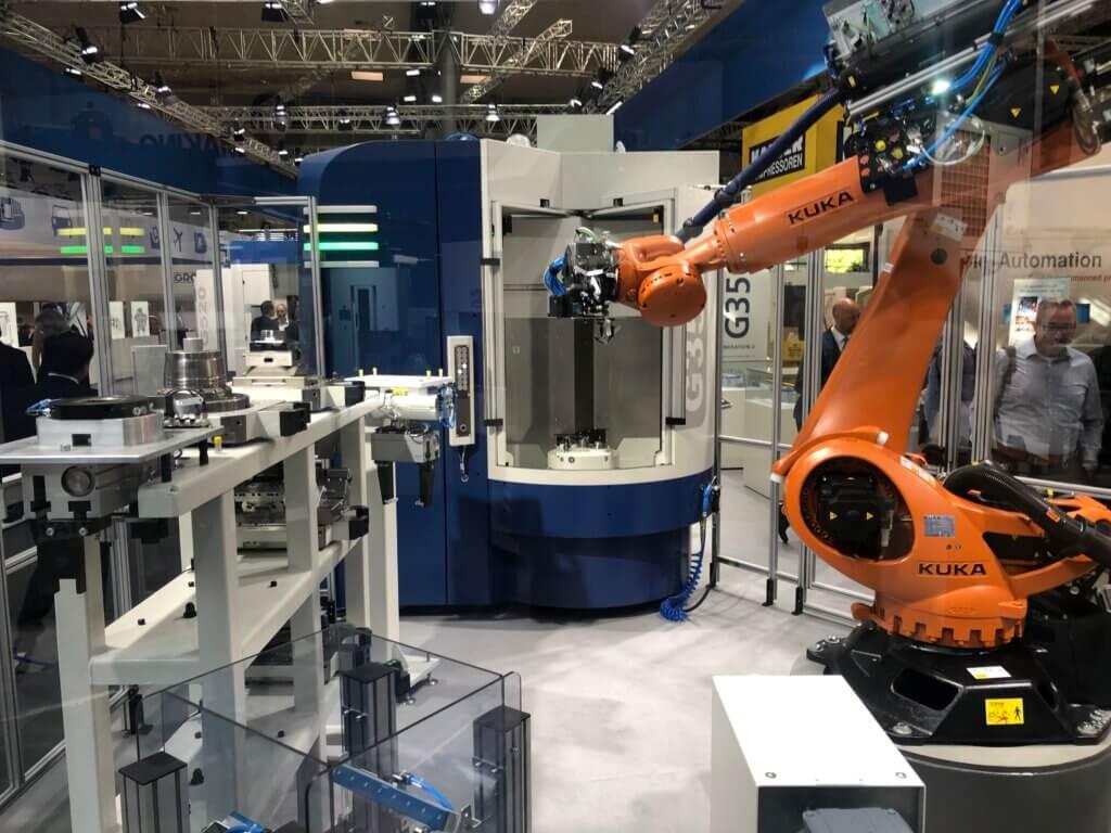 GROB tarjoaa monipuolisia automaatioratkaisuja miehittämättömään tuotantoon. Robottiautomaatiota kappaleiden ja palettienvaihtamiseen sekä erilaisia palettivarastojärjestelmiä. Lisäksi soluihin voidaan yhdistää esim. 3D-mittausta, puhdistusta, jäysteenpoistoa.
