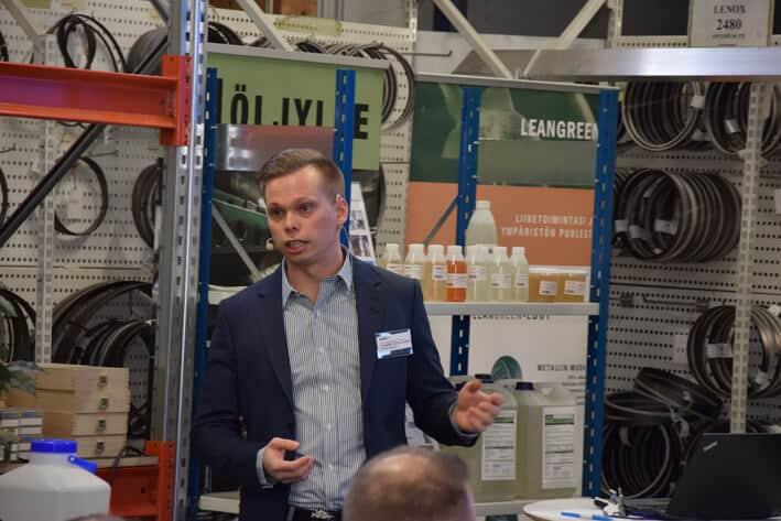 """Etteplanin Johannes Karjalainen esiintyi tapahtumassa ja viesti """"Aika toimia on nyt""""."""