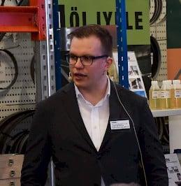 Juho Raukola tiivisti yleisölle Wärtsilän näkemyksiä ja kokemuksia 3D-metallitulostuksesta.