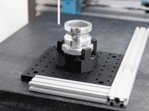 Markforgedin komposiittitulostimilla saadaan tulostettua helposti ja nopeasti lujia mittausjigejä hiilikuidusta tai Onyxistä.