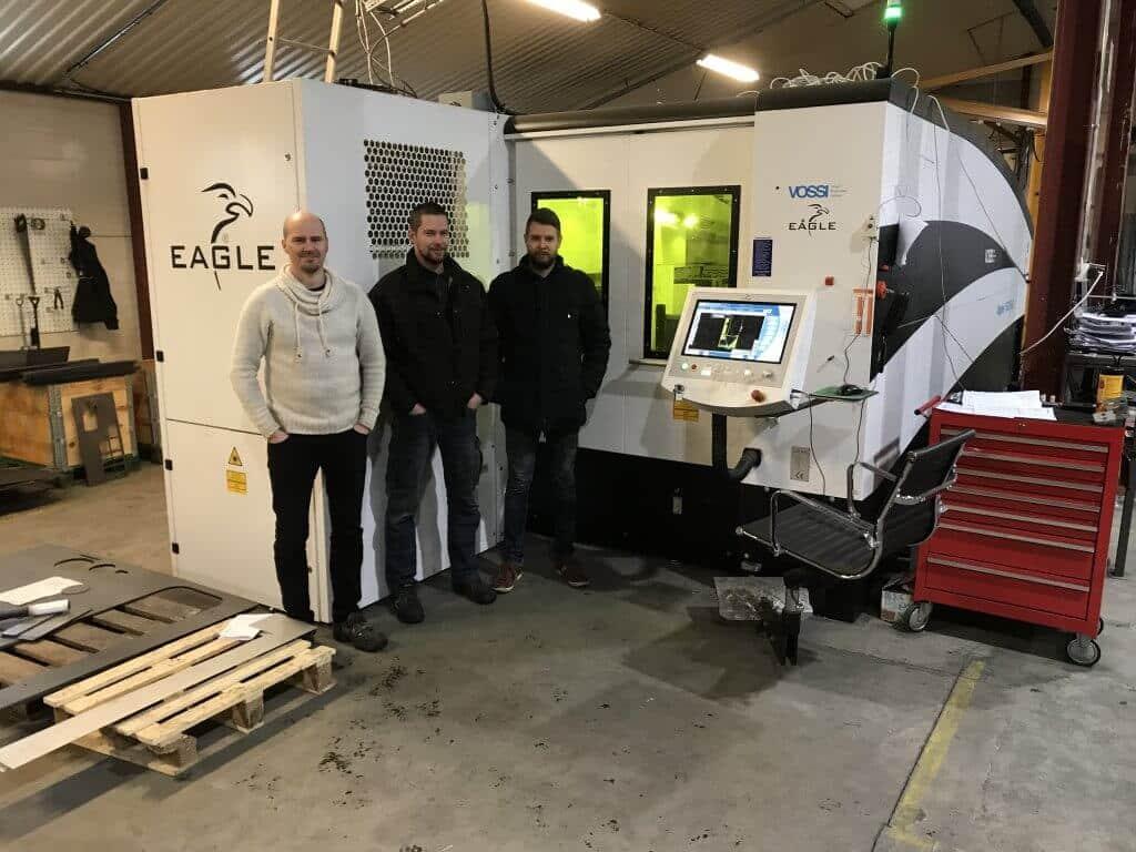 Tuotantopäällikkö Tommi Järvelä sekä toisen polven yrittäjät Visa ja Iiro Järvelä ovat erittäin tyytyväisiä Eagle Inspire 1530 6kW 6G -kuitutasolaserin yrityksille tuomasta lisäarvosta. Koneen nopeuden ja tehokkuuden ansiosta tuotantokapasiteetti tuplaantui ja yli 16 mm levyt aiemmin alihankinnassa tehtynä saadaan nyt työstettyä Eaglella aina 30 mm asti.