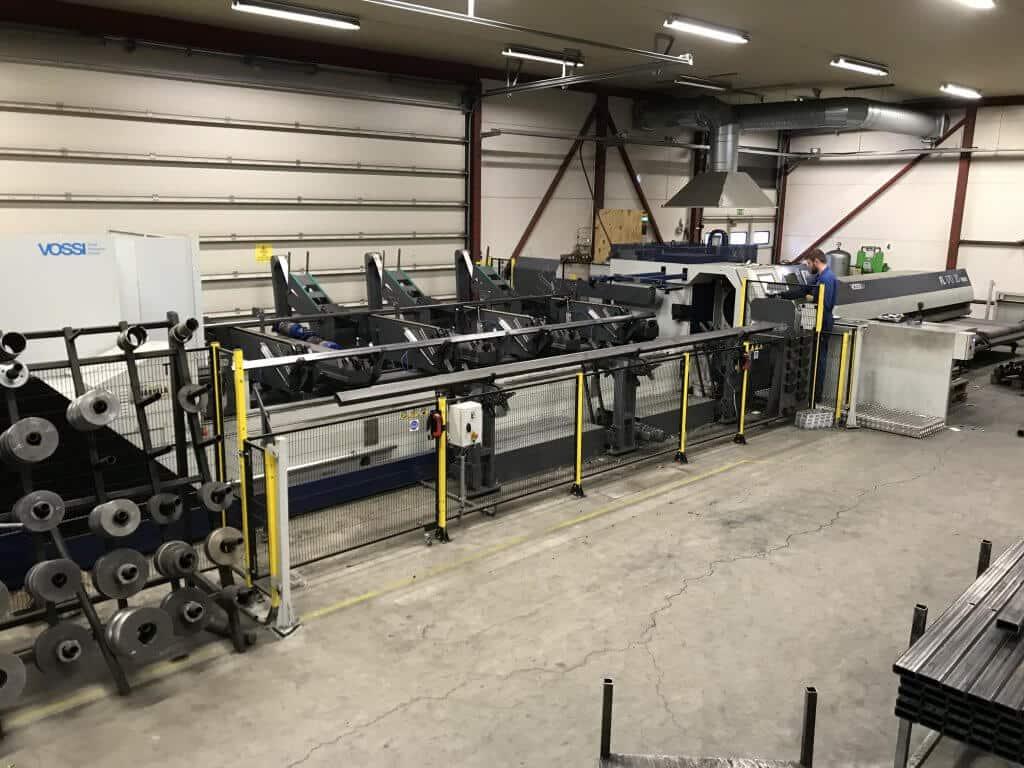 Metalli Järvelä on hankkinut Vossilta vuosien varrella parisenkymmentä konetta. Kuvassa vuonna 2017 hankittu TTM FL 170 Fiber 3 kW -kuituputkilaserleikkausjärjestelmä tehokkaassa tuotantotyössä.