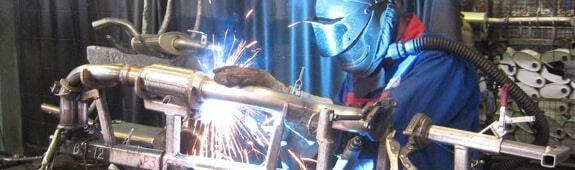 Hitsaus on Fennosteelin ydinosaamista, johon panostetaan muun muassa hyödyntämällä uusinta tekniikkaa ja jatkuvilla koulutuksilla. Käyttöönotettu Irmco hitsausspray mahdollisti alusinkittyjen teräsputkien roiskeettoman hitsauksen ja suojamaalauksen poisjättämisen.