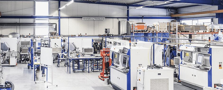 Maailman johtavalla 3D-metallitulostusalihankkijalla FIT AG:lla on käytössään jo 15 sarjavalmistukseen soveltuvaa SLM Solutions 3D-metallitulostinta (14 kpl 500HL ja 1 kpl 280HL).