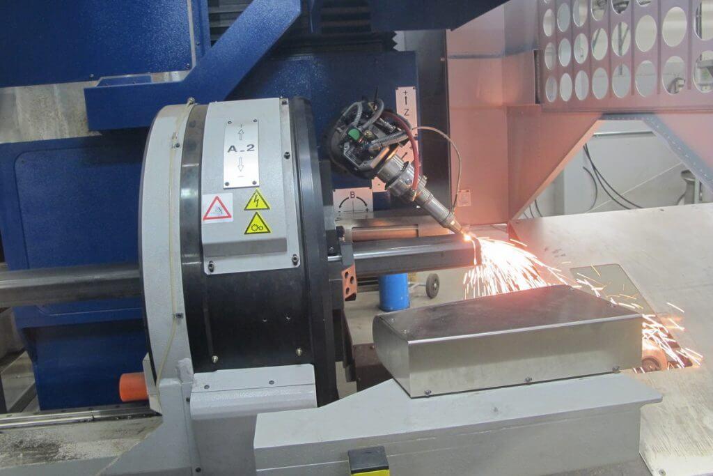 TTM FL 300 3D-putkilaserleikkausjärjestelmä herätti paljon mielenkiintoa 17.2. järjestetyillä Putkilaserpäivillä. Kone pystyy käsittelemään automaattisesti 12 500 mm pituisia aihiomateriaaleja ja sillä on mahdollista valmistaa kappaleisiin hitsausviisteet myös juurella.