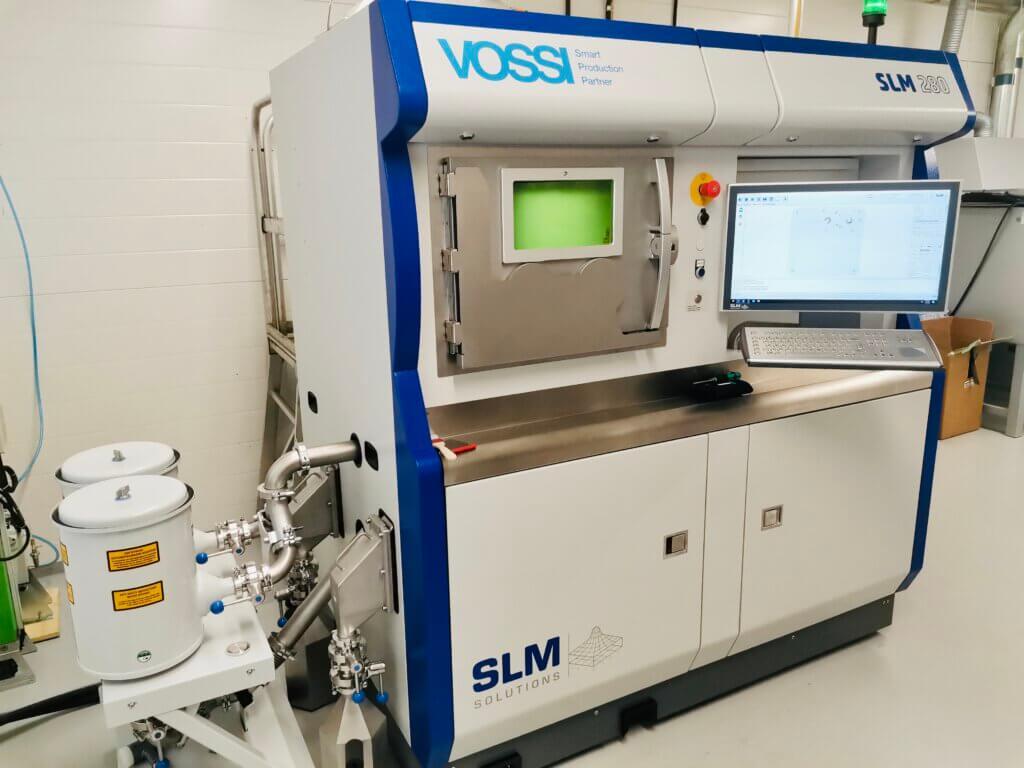 Suositun SLM Solutions 280 (kasvatustilavuus 280x280x365 mm) tulostimen 2.0 versiossa on mm. päivitetty kaasunvirtaus, mikä mahdollistaa huippulaatuisien ja -homogeenisien osien valmistuksen koko kasvatustilavuudessa, mikä on yleisesti ottaen ollut alalla haasteena.