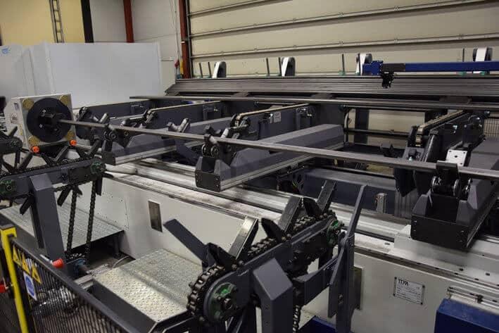 Järjestelmään kuuluu tehokas automaattilataus. Metalli Järvelälle kokonaisuus räätälöitiin käytettävissä olevaan tilaan soveltuvaksi.