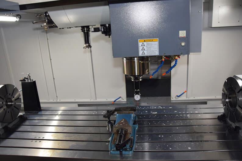 Kookas työalue oli hankinnan keskeinen tekijä. Koneessa X-liike on 2600 mm, Y-liike 1030 mm, Z-liike 815 mm.
