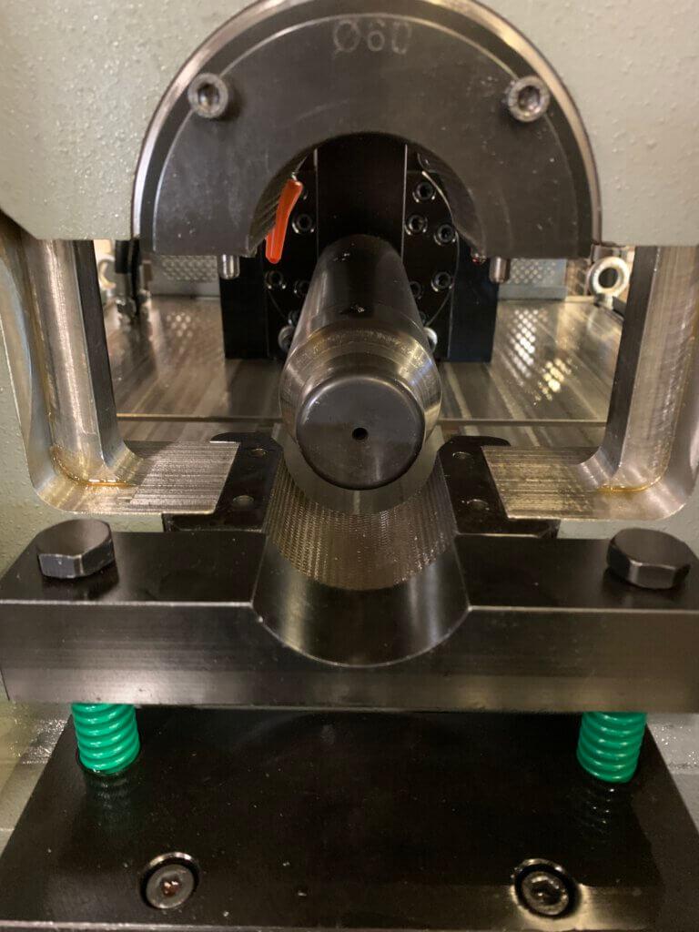 AMOB MB60/1 -putkenpäänmuovauskone laajentaa KKR Steel Oy:n palveluvalikoimaa putkitöiden toteuttajana.
