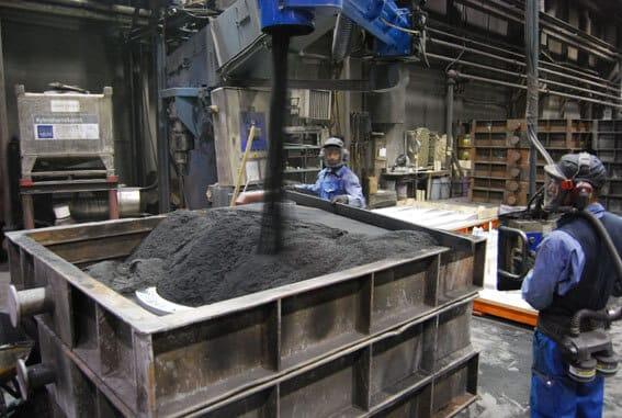 Kookkaiden kappaleiden käsittelyyn erikoistuneessa Iisalmen yksikössä valut tehdään käsinkaavauksena hiekkamuotteihin. Paino voi kohota aina 5500 kg:aan saakka.