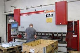 Viisi vuotta käytössä ollut Baykal 3108x150 CNC-särmäyskone on osoittautunut Lankapajalla luotattavammaksi kuin tuotannossa olevat ranskalais-japanilaiset särmäyskoneet.