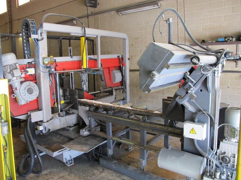 Sahaus on yksi Laurinaho-yhtiöiden ydinprosesseista. Bomar Individual 620.460 DGANC kulmiinkääntyvä automaattivannesahalinja on nostanut merkittävästi yrityksen tuotantotehokkuutta.
