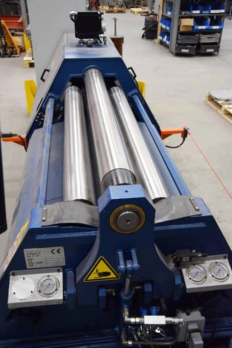Levynpaksuudet ovat 6 mm:n vahvuuksiin saakka, taivutusvoima ylätelalle 70 tonnia.