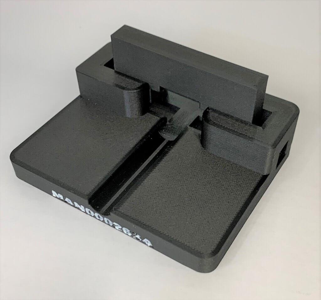 Mansnerin tulostama asennustyökalu. Tulosteissa on erittäin hyvien mekaanisien ominaisuuksien lisäksi myös erinomainen pinnanlaatu.