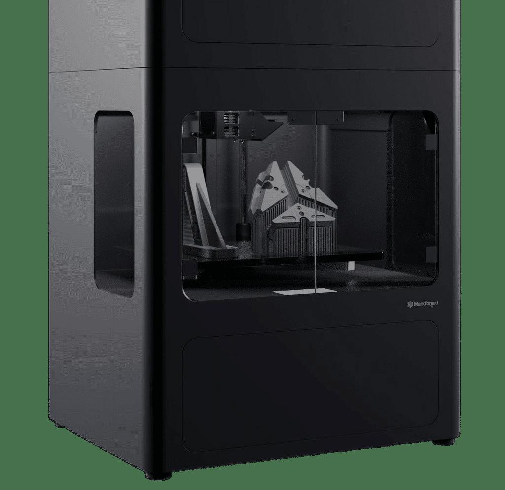 Yhdysvaltalaisen Markforged valmistaa tulostimia sekä metalleille että komposiiteille mm. hiilikuitu, lasikuitu, Kevlar ja Onyx.