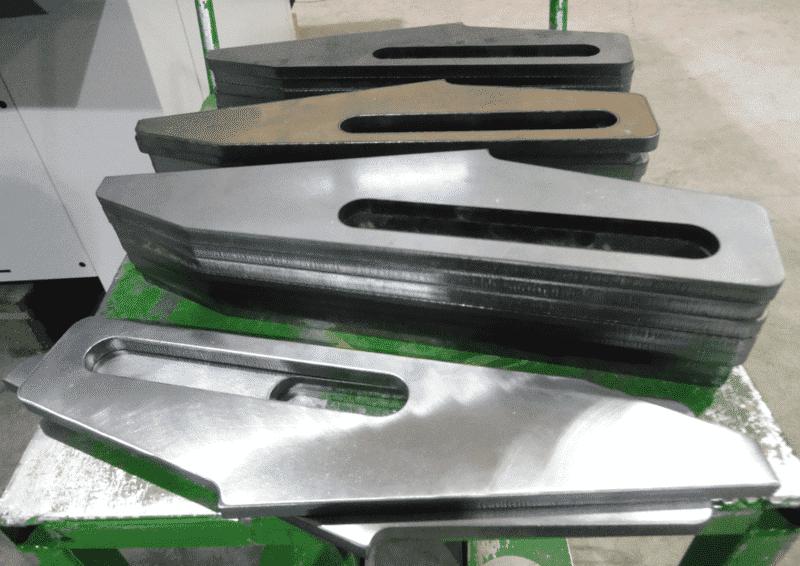 Gecam levynhiomakoneella onnistuu esim. laser-, plasma- tai kaasuleikattujen kappaleiden jäysteiden ja oksidinpoisto sekä reunanpyöristys.