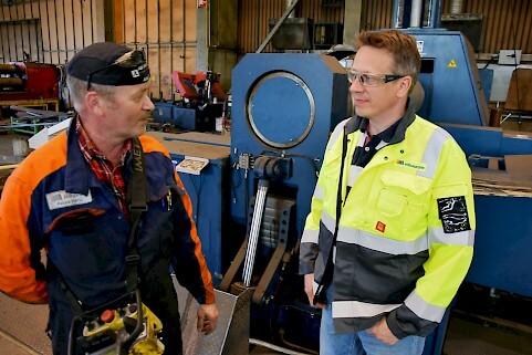 Monikäyttöisyyden lisäksi Faccin tuo uutta kapasiteettia taivutustöihin, toteavat Pekka Harju ja Ilkka Viinikangas. Työleveys koneessa on 3100 mm, vahvuuksissa päästään koko leveydeltä 75 mm saakka.