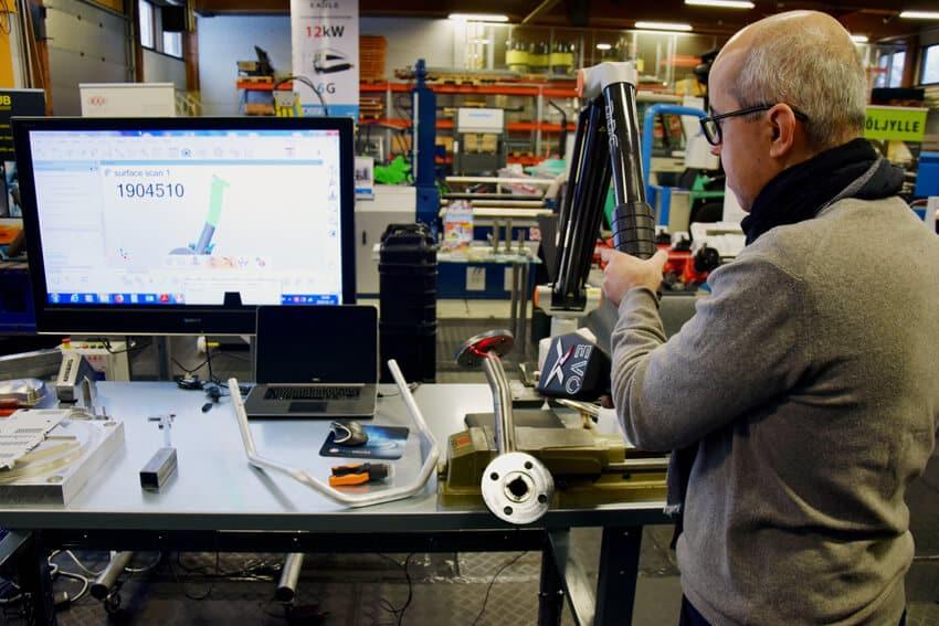 Paolo Perbellini demosi RPS:n teknologiaa Mittauspäivillä.