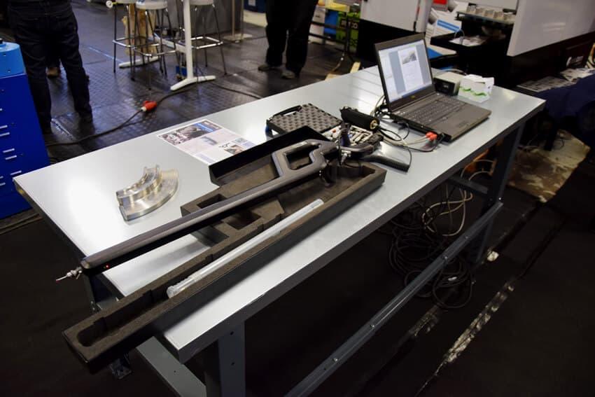 Metronorin langaton 3D-kameramittausjärjestelmä mahdollistaa langattomat mittaukset lähes minkä muotoisille ja hyvinkin kookkaille kappaleille. Kuvassa lähinnä mittauskynä mittauskärjellä varustettuna.