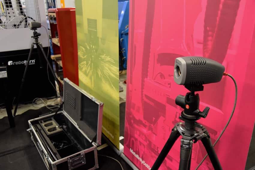 Metronorin järjestelmän ytimessä ovat digitaalikamerat, jotka seuraavat vakioetäisyydellä toisistaan olevien LED-valonlähteiden asemaa tai asentoa tila-avaruudessa.