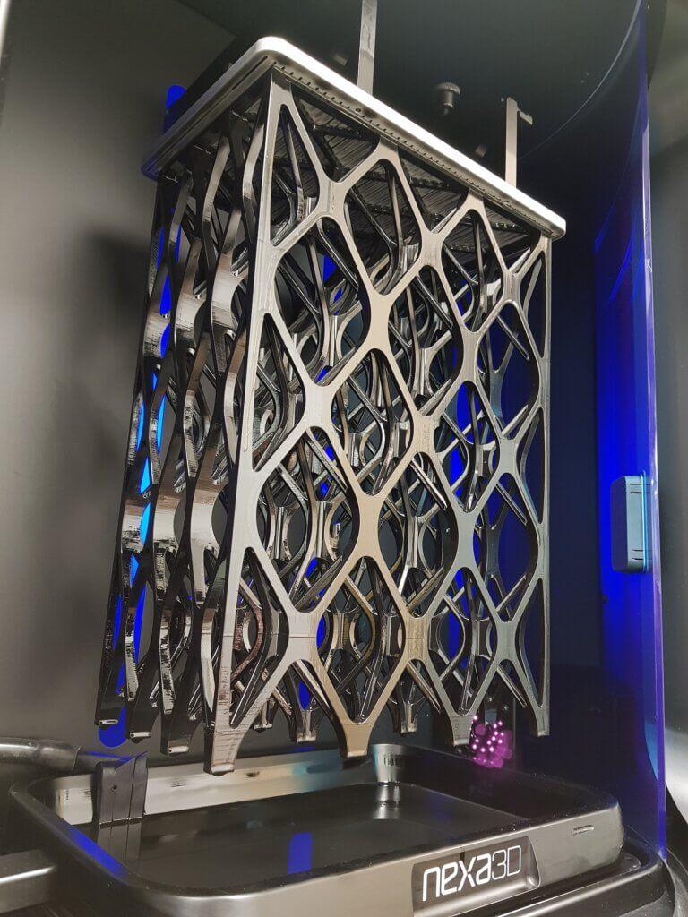 Savonian ultranopean Nexa3D NXE400 muovitulostimen koko kasvatustilavuuden 275 x 155 x 400 mm kokoinen hilarakennetulostus kesti vain 15,5 tuntia.