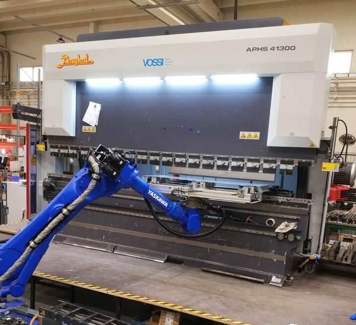 Robotisoitu Baykal APHS 41300 särmäyssolu notkistaa kookkaiden ja raskaiden kappaleiden särmäystä Sievissä.
