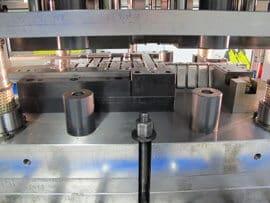 Monipuolinen Omera 200R1M2S8/HS mekaaninen puristinlinja on varustettu kahdella kiertokangella, siinä on useita eri iskuntiheyksiä ja iskunpituutta voidaan säätää.