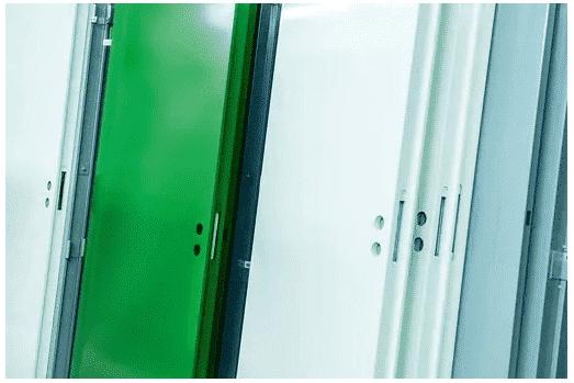Forssan Metallityöt Oy on markkinaosuudeltaan Suomen suurin lasi- ja umpipalo-ovien valmistaja sekä toimittaja, valmistaen vuositasolla noin 17000 ovea 80 henkilön voimin. Liikevaihtoluvut ovat vahvasti rakennusteollisuuden suhdanteista riippuvaisia. Tällä hetkellä yritys etenee 11 M€ liikevaihdon tahdissa.
