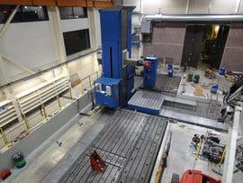 Fermat WRF 150 CNC-avarruskoneessa on 3 x 3 metrin ja 50 tonnin kapasiteetilla oleva pyöröpöytä, jonka V-liike= 5 500mm. Lisäksi jyrsinpäille on automaattinen vaihtoasema äärimmäisen joustavaan ja tuottavaan koneistukseen.