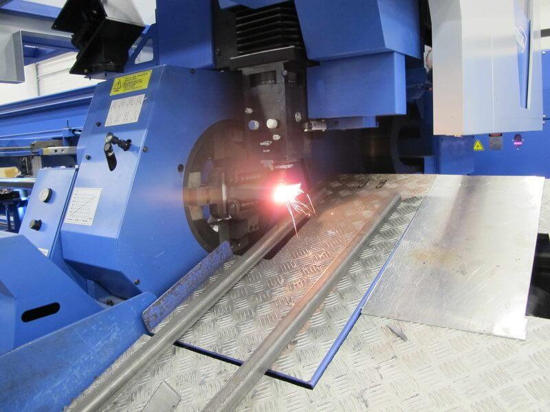Hankwang TL6015 putkilasersolu yhdessä Puristeteoksen oman tuote- ja menetelmäsuunnittelun kanssa antaa suuria mahdollisuuksia asiakkaan tuoterakenteiden yksinkertaistamiseen sekä valmistettavuuden ja kokoonpantavuuden radikaaliin parantamiseen.