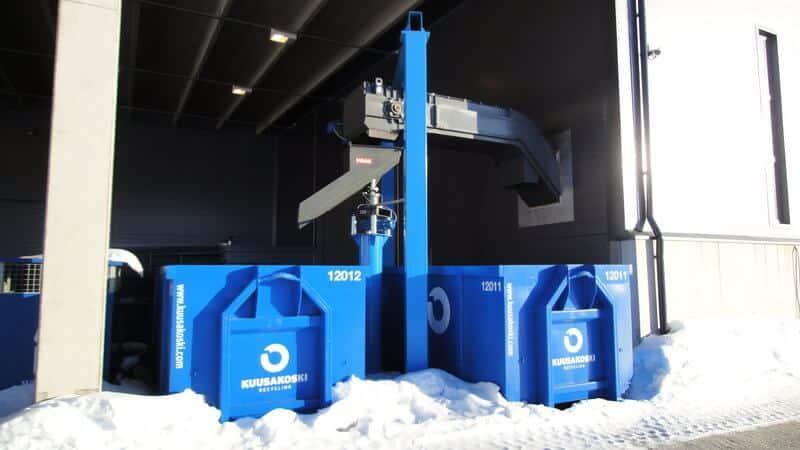 Puristeteoksella on käytössään kaksi erillistä PRAB jätekuljetinjärjestelmää, joissa jätepalat kulkevat automaattisesti lattian alla suoraan ulkona sijaitseville jätelavoille.