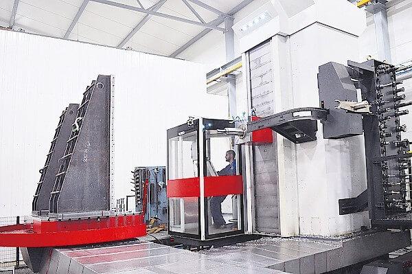 Fermat WFT 13 lisää Raahen Konepajatyön mahdollisuuksia järeän kokoluokan koneistuksessa. X-liike koneessa on 5000 mm, Y 2500 mm ja Z 1500 mm.