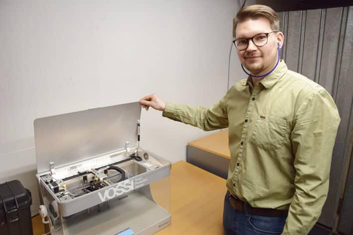 Tulostaminen on helppo ja nopea tapa tuotannon apuvälineiden valmistukseen. Koneistuksen konekantaa voidaan käyttää senkin ajan varsinaiseen tuotantoon, kertoo Ville Reponen.