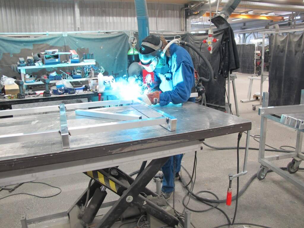 Marko Ritalan mukaan tehokkaan tuotannon takaamiseksi alumiini vaatii esimerkiksi jokaiseen työpisteeseen TIG- ja MIG-hitsauslaitteet. – Nämä ja monet muut pienet yksityiskohdat tekevät alumiinista materiaalin, joka vaatii korkeaa ammattitaitoa tekijöiltä, valistaa Ritala.