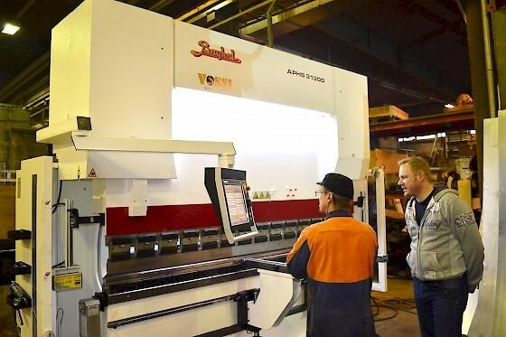 Peatmaxin yhteydessä satsataan paitsi tuotekehitykseen, myös tuotantoon. Uusi Baykal särmäyspuristin lisää mahdollisuuksia taivutuksessa.