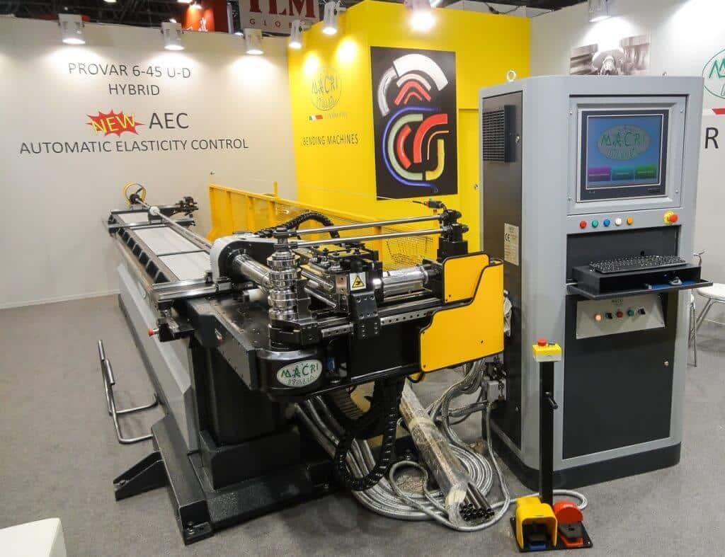Helppokäyttöisesti ja nopea-asetuksista CNC-putkentaivutuskoneista tunnettu Macri esittele automaattisen taivutuspalauman kompensoinnin.