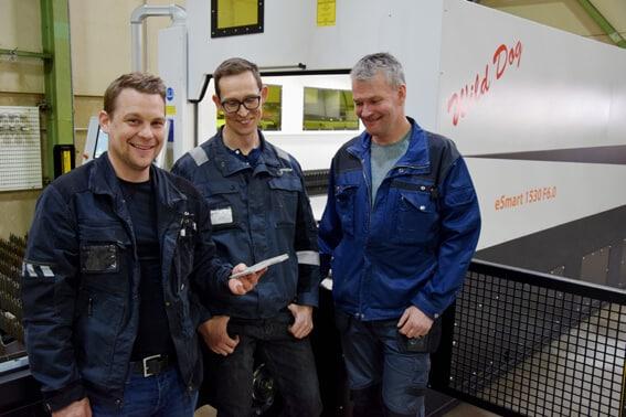 TunturiTecin miehet ja uusi kuitutasolaser Eagle eSmart 6kW. Vasemmalta Matias Eriksson, Daniel Andersson ja Harri Tunturi.
