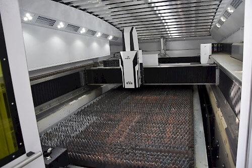 Uusi laser on tarkoitettu 1500x3000 mm levykoolle. Eaglen yksi tunnusmerkki on koneen nopea eVa-leikkauspää ja 6G kiihtyvyys.