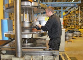 Kaikki 300 000 vuositasolla valmistettavaa Vexve venttiiliä testataan ennen asiakkaalle lähtöä.