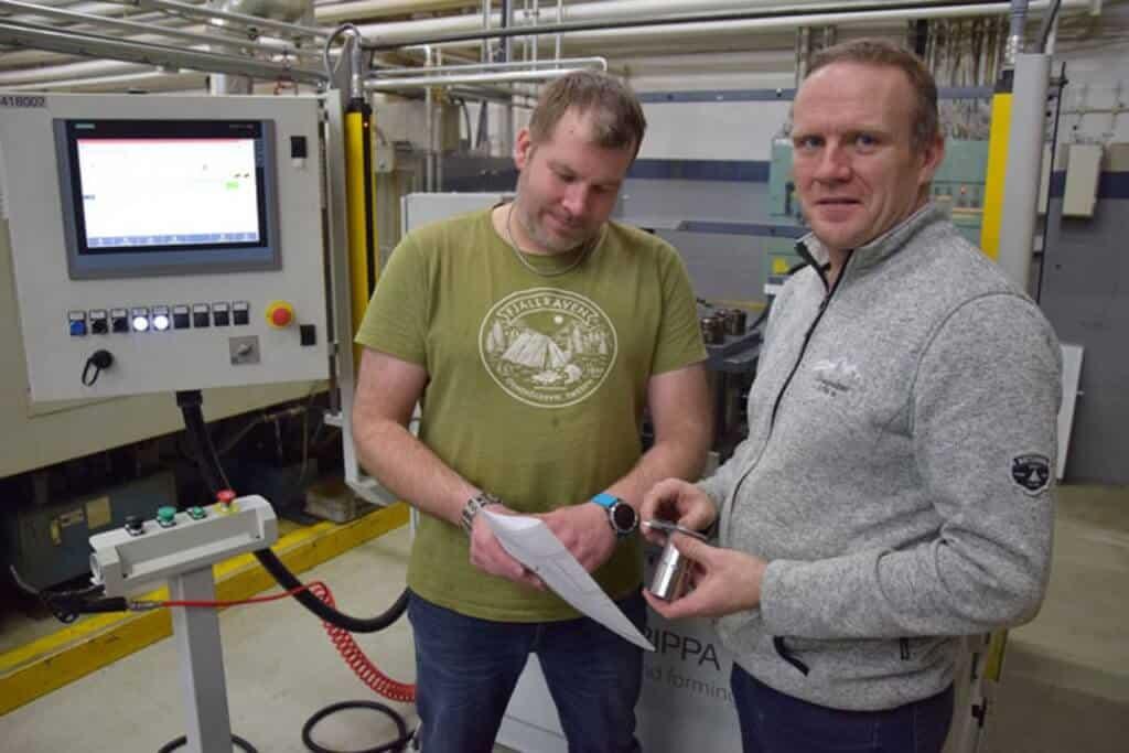 Kaksi toiminnan miestä. Pertti Kulma ja Jari Rantala ovat vievät uuden venttiilituotteen kehitys-, tuotanto- ja lanseerausprojektia Vexvellä eteenpäin.